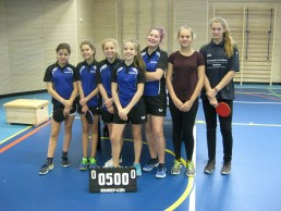 Die Mädchenmannschaft der Assisi-Schule freut sich über ihren Durchmarsch ins Tischtennis-Landesfinale bei Jugend trainiert für Olympia.